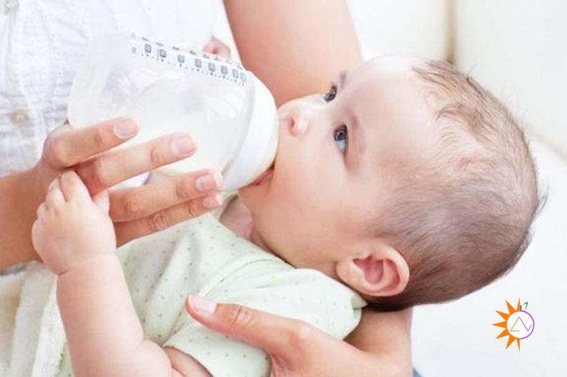 Vì sao trẻ sơ sinh bị nôn trớ