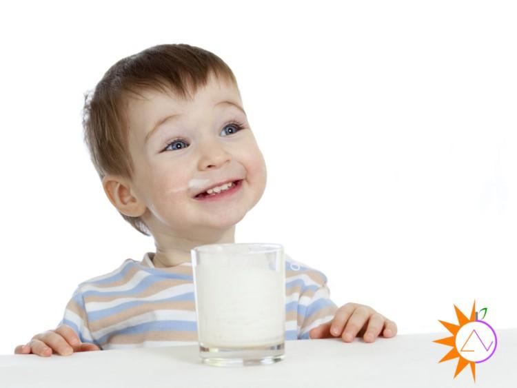Khi nào nên cho bé uống sữa hạt?