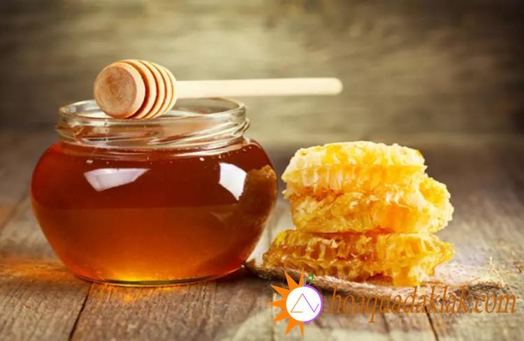 Có thể sử dụng mật ong làm chất tạo ngọt cho sữa hạnh nhân
