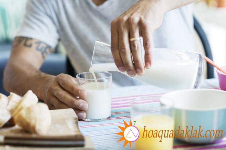 Sữa óc chó chứa canxi rất tốt cho xương khớp