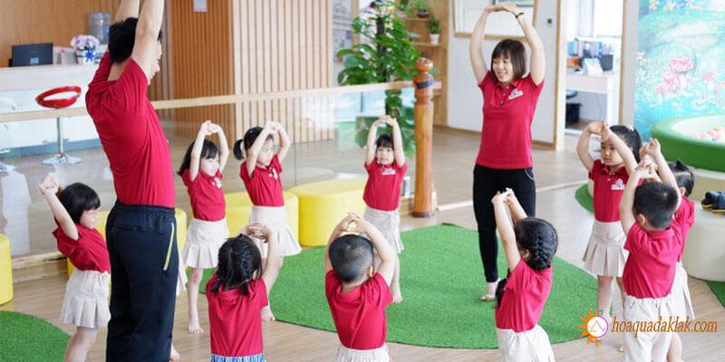 Tạo điều kiện cho trẻ vận động thể dục, thể thao