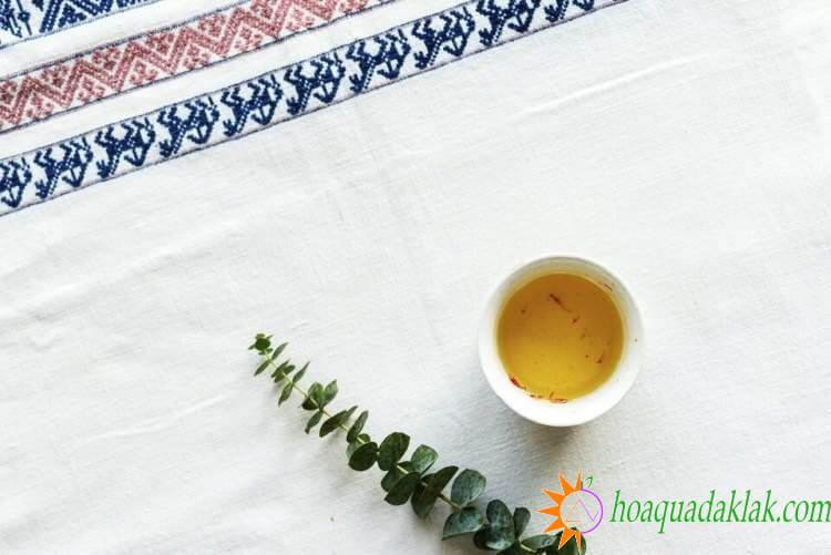trà hoa nghệ tây